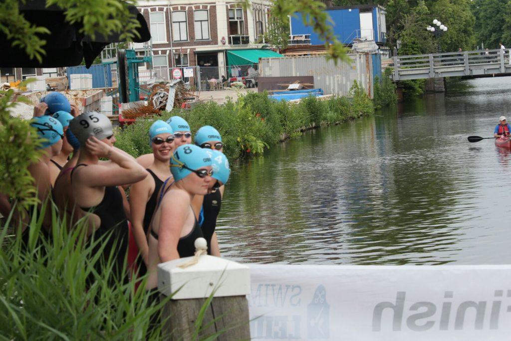 De dames klaar voor hun start. Foto: Wouter Hoeben